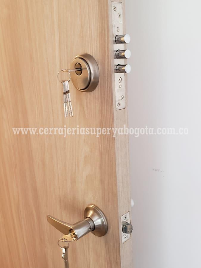 Venta- de puertas de seguridad y cerraduras